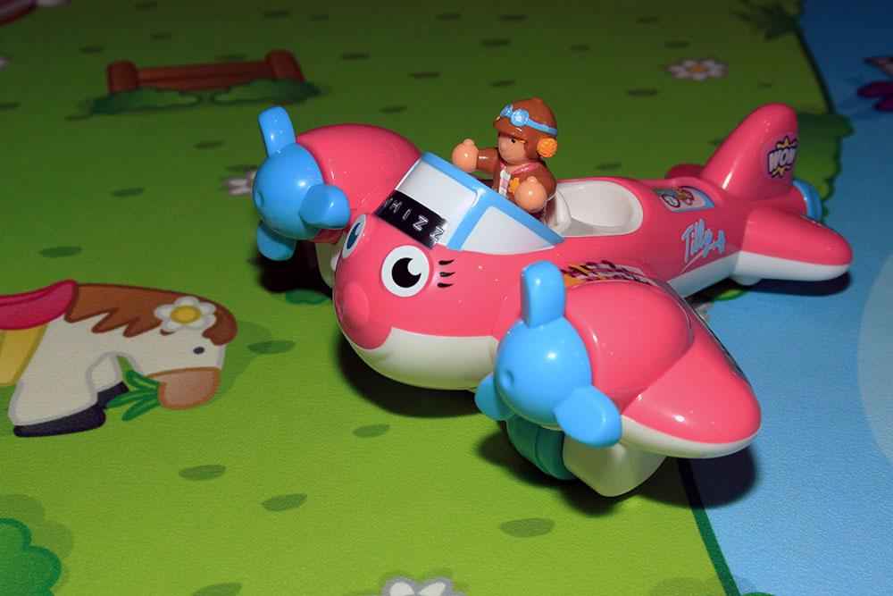 Pink_plane_toy